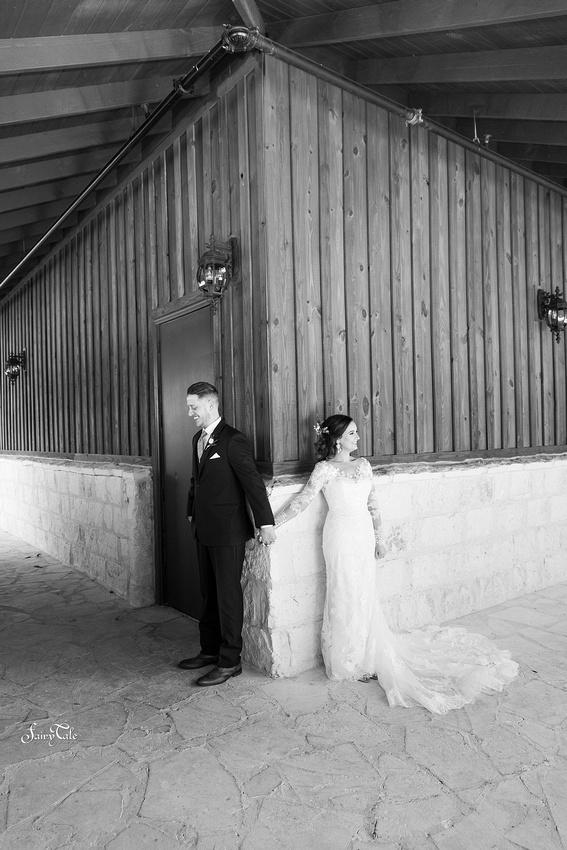the-springs-aubrey-denton-wedding-outdoor-texas-aleman-photos-024