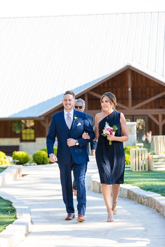 the-springs-aubrey-denton-wedding-outdoor-texas-aleman-photos-025