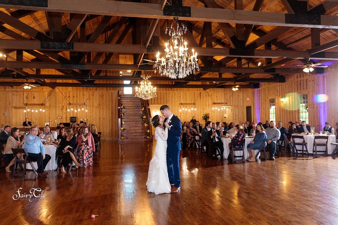 the-springs-aubrey-denton-wedding-outdoor-texas-aleman-photos-046
