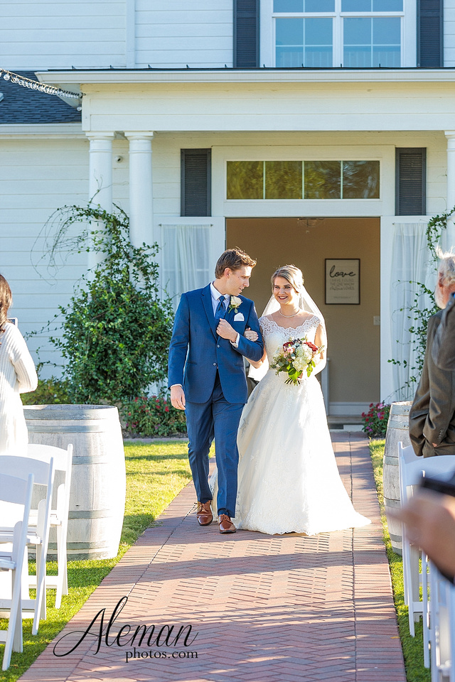 the-pearl-at-sabine-creek-royse-city-rockwall-wedding-outdoor-southern-mansion-texas-navy-groom-family-aleman-photos-019