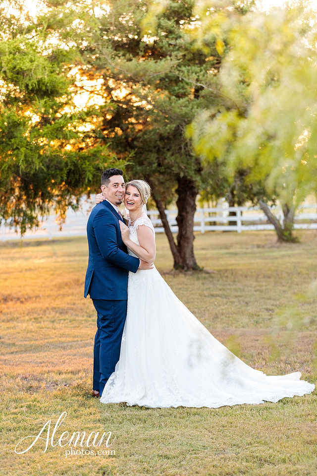 the-pearl-at-sabine-creek-royse-city-rockwall-wedding-outdoor-southern-mansion-texas-navy-groom-family-aleman-photos-028