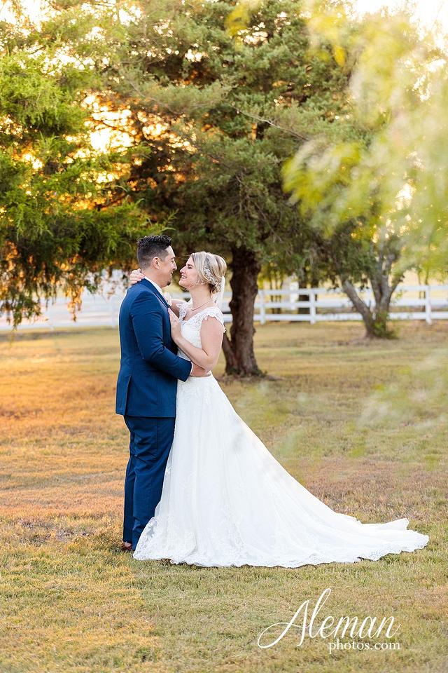 the-pearl-at-sabine-creek-royse-city-rockwall-wedding-outdoor-southern-mansion-texas-navy-groom-family-aleman-photos-033