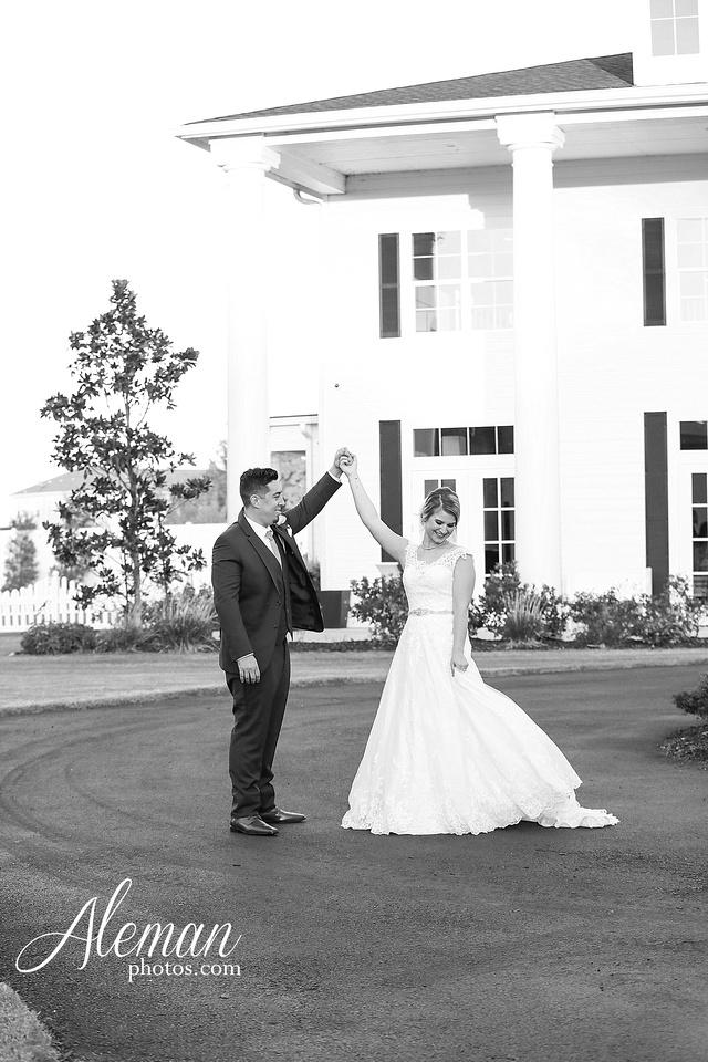 the-pearl-at-sabine-creek-royse-city-rockwall-wedding-outdoor-southern-mansion-texas-navy-groom-family-aleman-photos-034