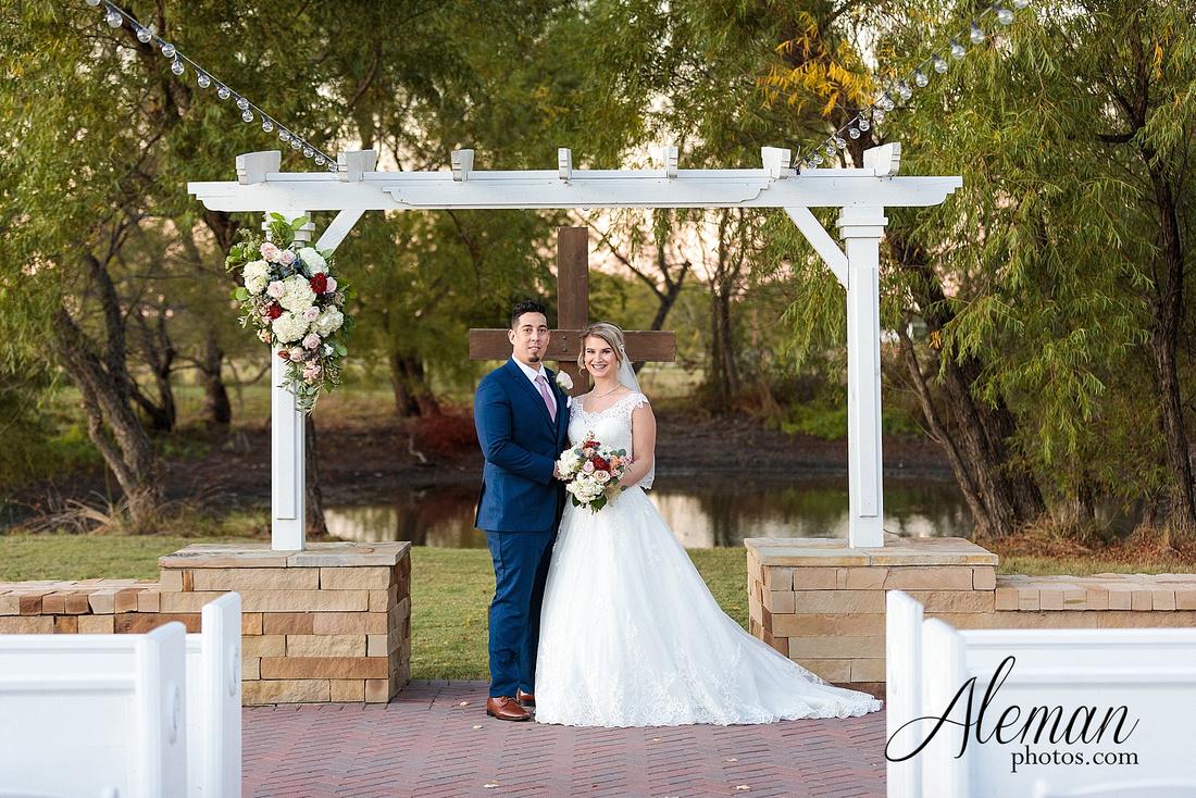 the-pearl-at-sabine-creek-royse-city-rockwall-wedding-outdoor-southern-mansion-texas-navy-groom-family-aleman-photos-036
