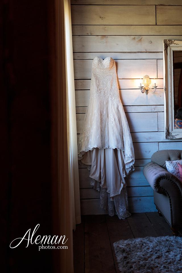 morgan-creek-barn-wedding-aubrey-denton-dallas-fort-worth-aleman-photos-white-barn-southern-texan-navy-suit-family-jennifer-alan-002