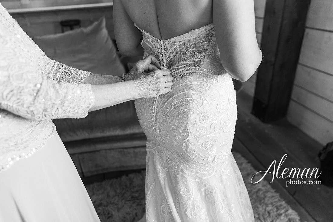 morgan-creek-barn-wedding-aubrey-denton-dallas-fort-worth-aleman-photos-white-barn-southern-texan-navy-suit-family-jennifer-alan-005