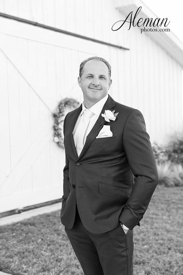 morgan-creek-barn-wedding-aubrey-denton-dallas-fort-worth-aleman-photos-white-barn-southern-texan-navy-suit-family-jennifer-alan-011