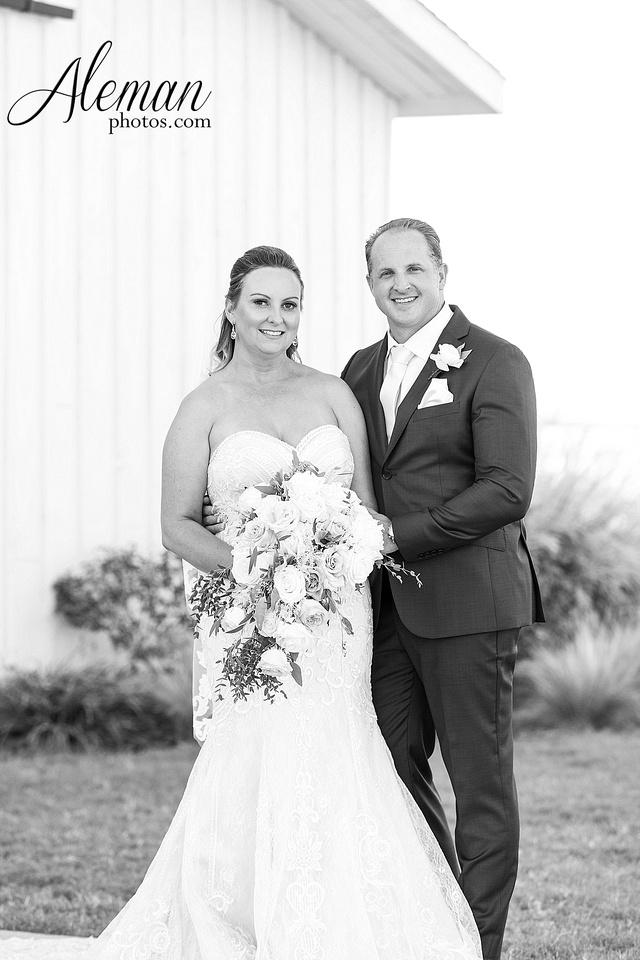 morgan-creek-barn-wedding-aubrey-denton-dallas-fort-worth-aleman-photos-white-barn-southern-texan-navy-suit-family-jennifer-alan-017