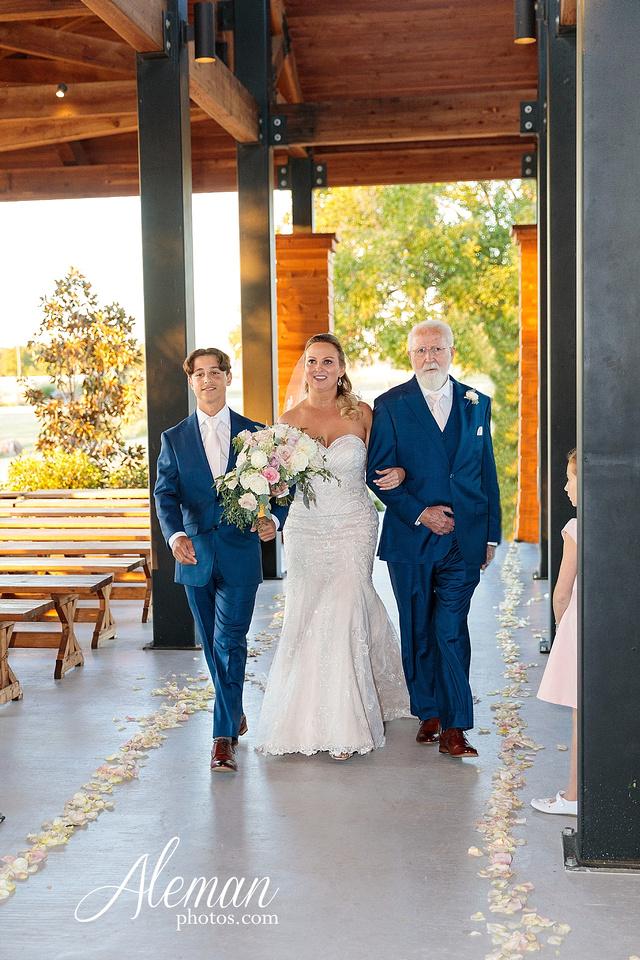 morgan-creek-barn-wedding-aubrey-denton-dallas-fort-worth-aleman-photos-white-barn-southern-texan-navy-suit-family-jennifer-alan-028