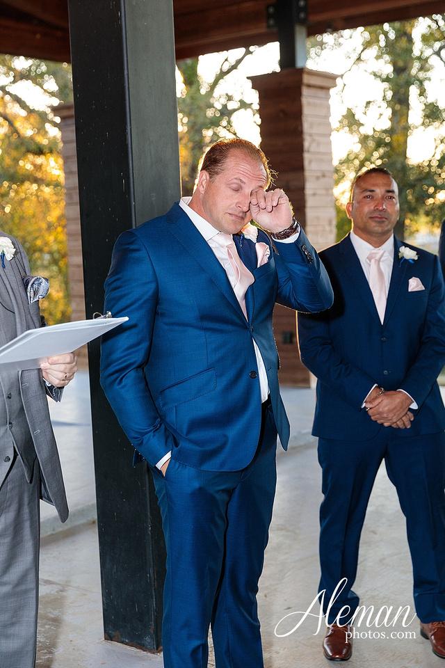 morgan-creek-barn-wedding-aubrey-denton-dallas-fort-worth-aleman-photos-white-barn-southern-texan-navy-suit-family-jennifer-alan-029