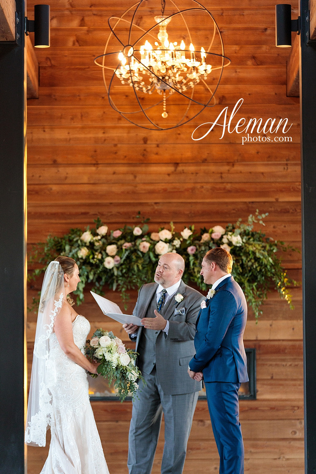 morgan-creek-barn-wedding-aubrey-denton-dallas-fort-worth-aleman-photos-white-barn-southern-texan-navy-suit-family-jennifer-alan-032