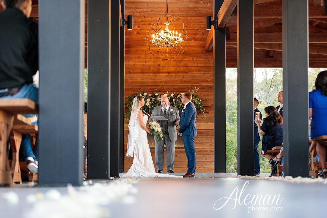 morgan-creek-barn-wedding-aubrey-denton-dallas-fort-worth-aleman-photos-white-barn-southern-texan-navy-suit-family-jennifer-alan-033
