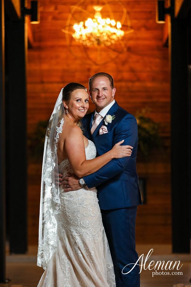 morgan-creek-barn-wedding-aubrey-denton-dallas-fort-worth-aleman-photos-white-barn-southern-texan-navy-suit-family-jennifer-alan-039