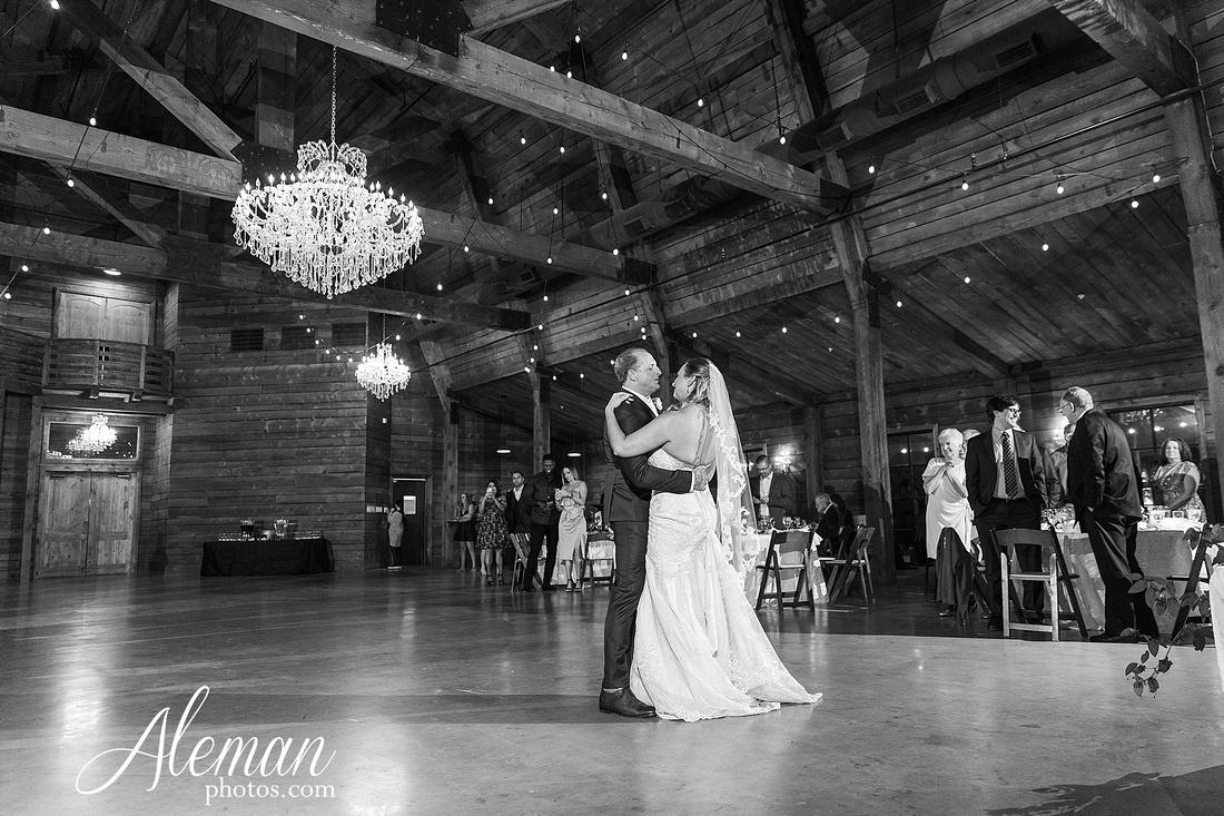 morgan-creek-barn-wedding-aubrey-denton-dallas-fort-worth-aleman-photos-white-barn-southern-texan-navy-suit-family-jennifer-alan-041