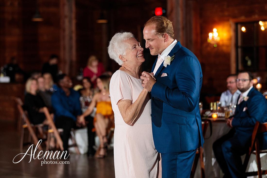 morgan-creek-barn-wedding-aubrey-denton-dallas-fort-worth-aleman-photos-white-barn-southern-texan-navy-suit-family-jennifer-alan-050