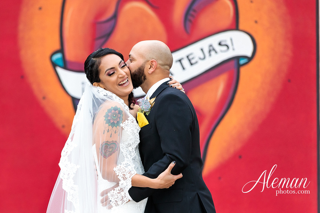 four-corners-brewery-downtown-dallas-uptown-modern-wedding-contemporary-music-records-theme-dogs-aleman-photos-dfw-mayra-justin-003