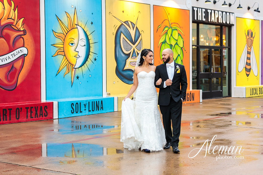 four-corners-brewery-downtown-dallas-uptown-modern-wedding-contemporary-music-records-theme-dogs-aleman-photos-dfw-mayra-justin-002