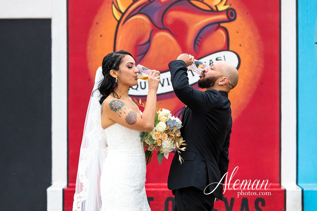 four-corners-brewery-downtown-dallas-uptown-modern-wedding-contemporary-music-records-theme-dogs-aleman-photos-dfw-mayra-justin-005