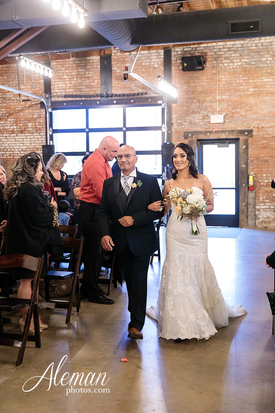 four-corners-brewery-downtown-dallas-uptown-modern-wedding-contemporary-music-records-theme-dogs-aleman-photos-dfw-mayra-justin-030