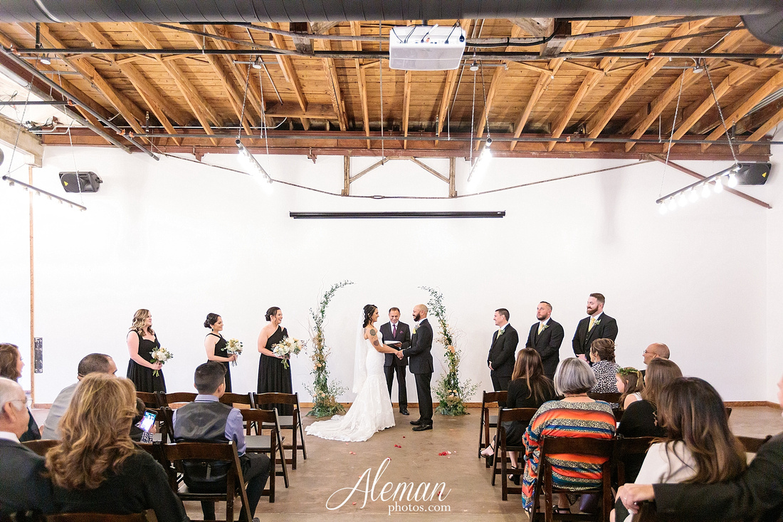 four-corners-brewery-downtown-dallas-uptown-modern-wedding-contemporary-music-records-theme-dogs-aleman-photos-dfw-mayra-justin-031