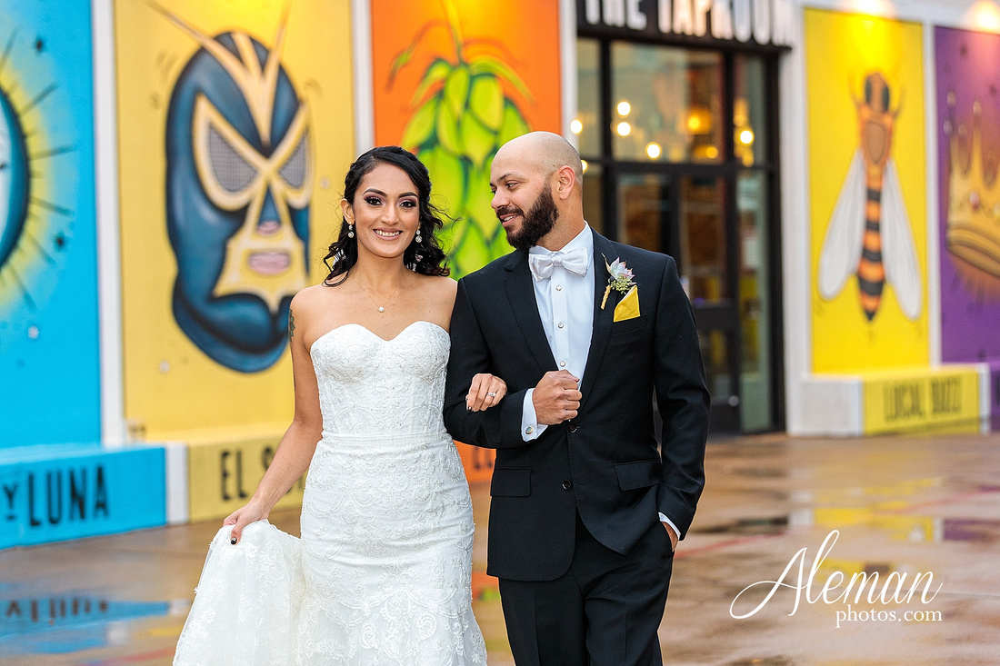 four-corners-brewery-downtown-dallas-uptown-modern-wedding-contemporary-music-records-theme-dogs-aleman-photos-dfw-mayra-justin-042