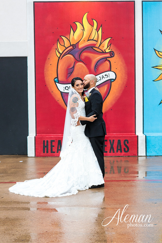 four-corners-brewery-downtown-dallas-uptown-modern-wedding-contemporary-music-records-theme-dogs-aleman-photos-dfw-mayra-justin-043