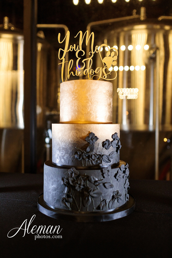 four-corners-brewery-downtown-dallas-uptown-modern-wedding-contemporary-music-records-theme-dogs-aleman-photos-dfw-mayra-justin-049