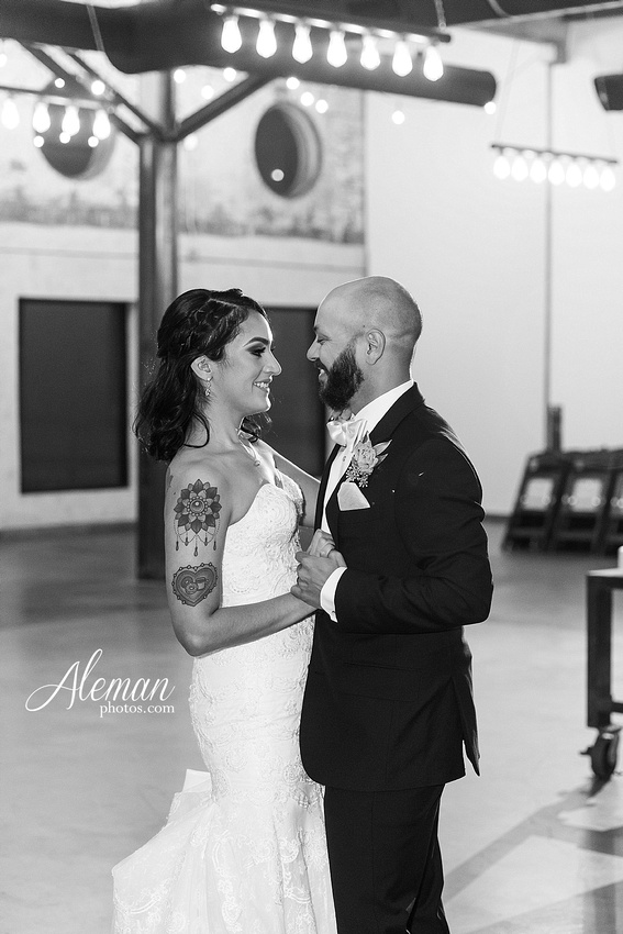 four-corners-brewery-downtown-dallas-uptown-modern-wedding-contemporary-music-records-theme-dogs-aleman-photos-dfw-mayra-justin-053