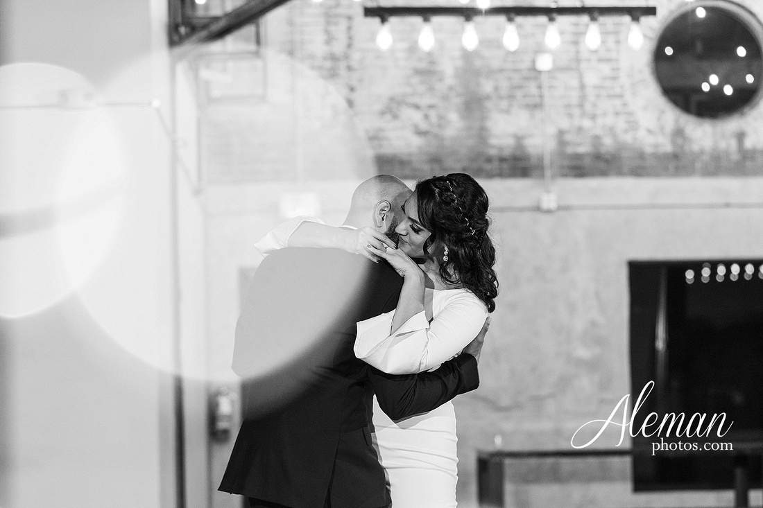 four-corners-brewery-downtown-dallas-uptown-modern-wedding-contemporary-music-records-theme-dogs-aleman-photos-dfw-mayra-justin-068