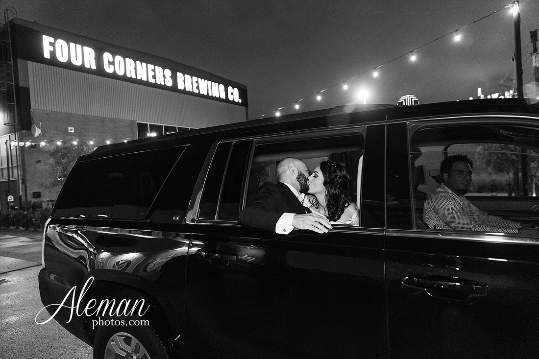 four-corners-brewery-downtown-dallas-uptown-modern-wedding-contemporary-music-records-theme-dogs-aleman-photos-dfw-mayra-justin-072
