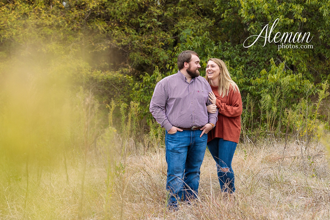 country-mckinney-field-fall-engagement-session-land-tall-dry-grass-winter-aleman-photos-madison-ross-006