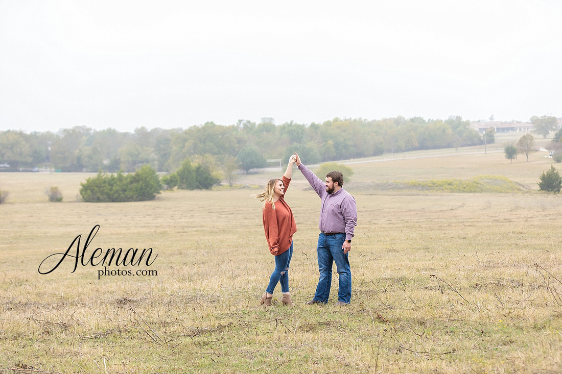 country-mckinney-field-fall-engagement-session-land-tall-dry-grass-winter-aleman-photos-madison-ross-015