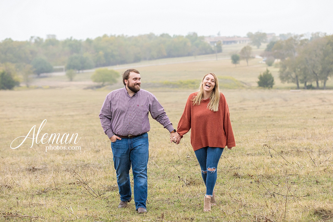 country-mckinney-field-fall-engagement-session-land-tall-dry-grass-winter-aleman-photos-madison-ross-016
