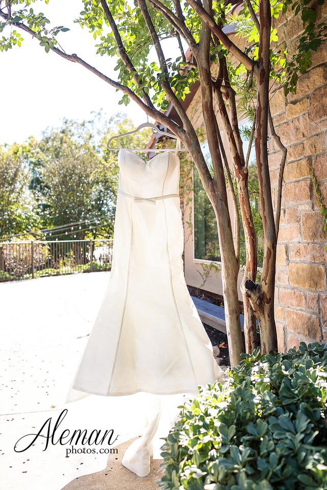 aristide-mansfield-wedding-family-outdoor-ceremony-emerald-bridesmaid-dresses-gray-suit-fall-winter-aleman-photos-005