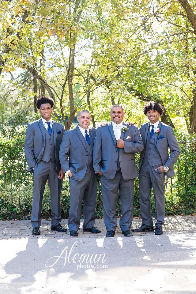 aristide-mansfield-wedding-family-outdoor-ceremony-emerald-bridesmaid-dresses-gray-suit-fall-winter-aleman-photos-020
