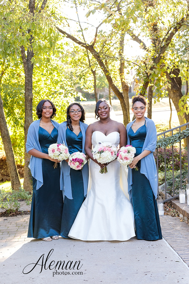 aristide-mansfield-wedding-family-outdoor-ceremony-emerald-bridesmaid-dresses-gray-suit-fall-winter-aleman-photos-021