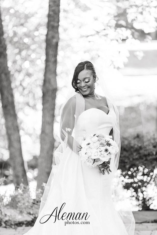 aristide-mansfield-wedding-family-outdoor-ceremony-emerald-bridesmaid-dresses-gray-suit-fall-winter-aleman-photos-022
