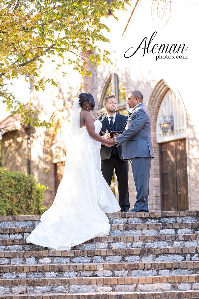 aristide-mansfield-wedding-family-outdoor-ceremony-emerald-bridesmaid-dresses-gray-suit-fall-winter-aleman-photos-030