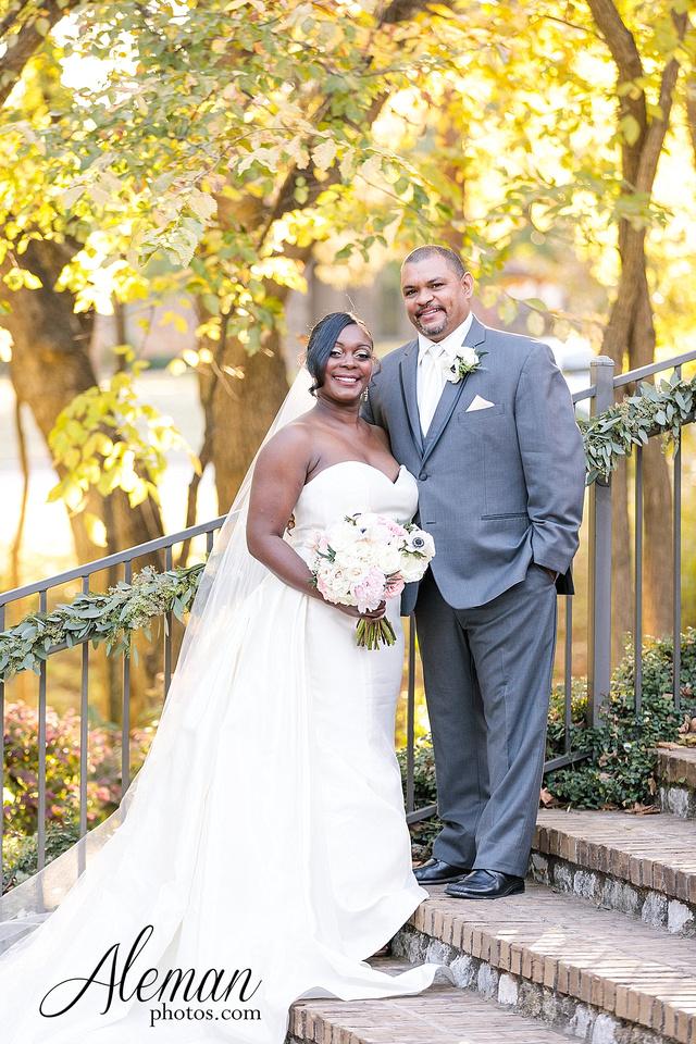 aristide-mansfield-wedding-family-outdoor-ceremony-emerald-bridesmaid-dresses-gray-suit-fall-winter-aleman-photos-035