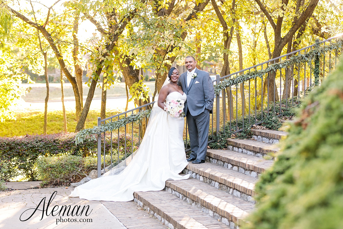 aristide-mansfield-wedding-family-outdoor-ceremony-emerald-bridesmaid-dresses-gray-suit-fall-winter-aleman-photos-037