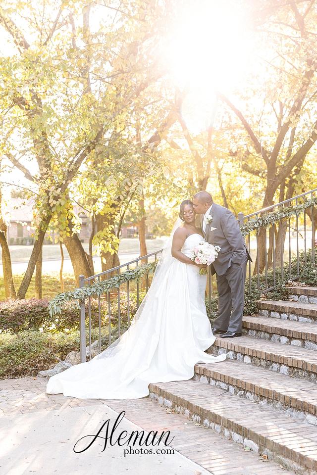 aristide-mansfield-wedding-family-outdoor-ceremony-emerald-bridesmaid-dresses-gray-suit-fall-winter-aleman-photos-039