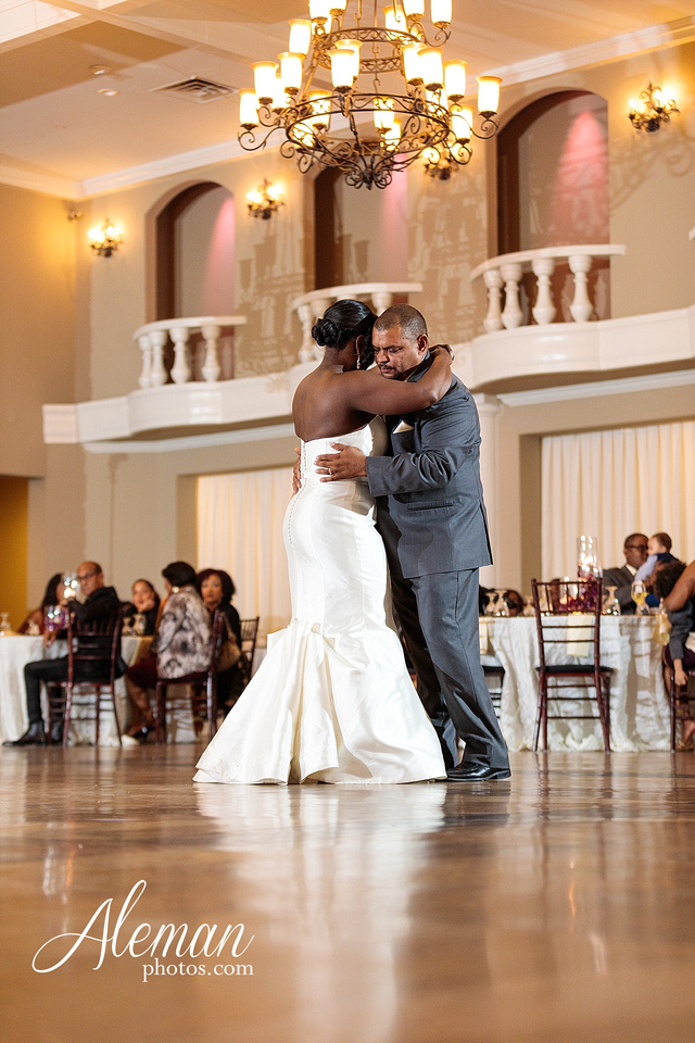 aristide-mansfield-wedding-family-outdoor-ceremony-emerald-bridesmaid-dresses-gray-suit-fall-winter-aleman-photos-049
