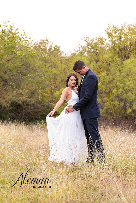 milestone-mansion-krum-denton-engagement-wedding-pond-wild-field-tall-grass-dog-wedding-aleman-photos-007