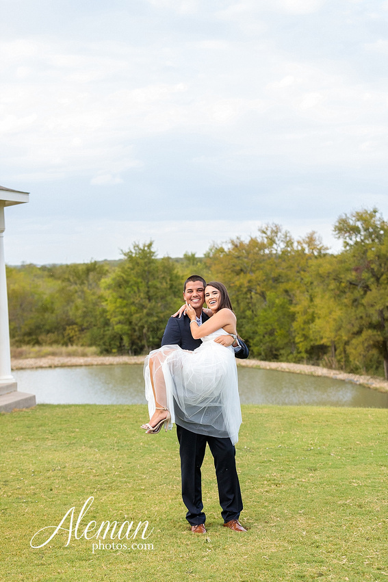 milestone-mansion-krum-denton-engagement-wedding-pond-wild-field-tall-grass-dog-wedding-aleman-photos-014