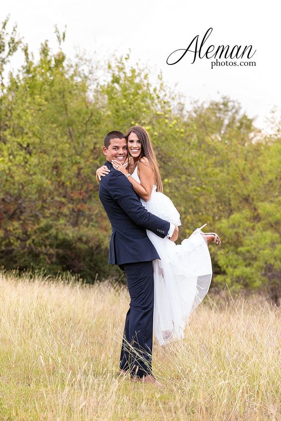 milestone-mansion-krum-denton-engagement-wedding-pond-wild-field-tall-grass-dog-wedding-aleman-photos-019