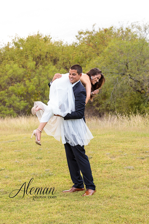 milestone-mansion-krum-denton-engagement-wedding-pond-wild-field-tall-grass-dog-wedding-aleman-photos-020