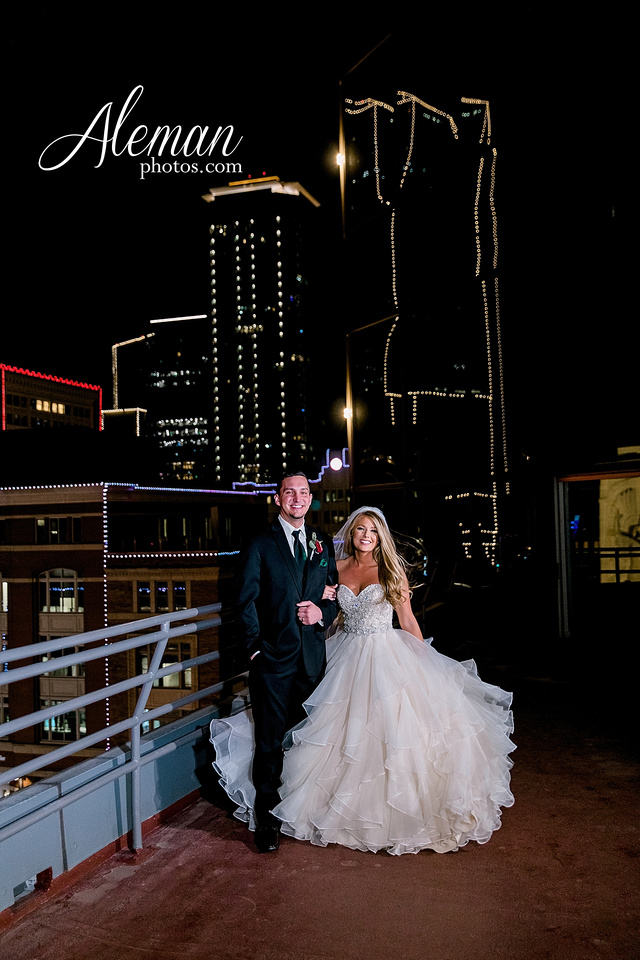 city-club-fort-worth-wedding-downtown-winter-fall-christmas-red-emerald-green-bridesmaid-dresses-aleman-photos-063