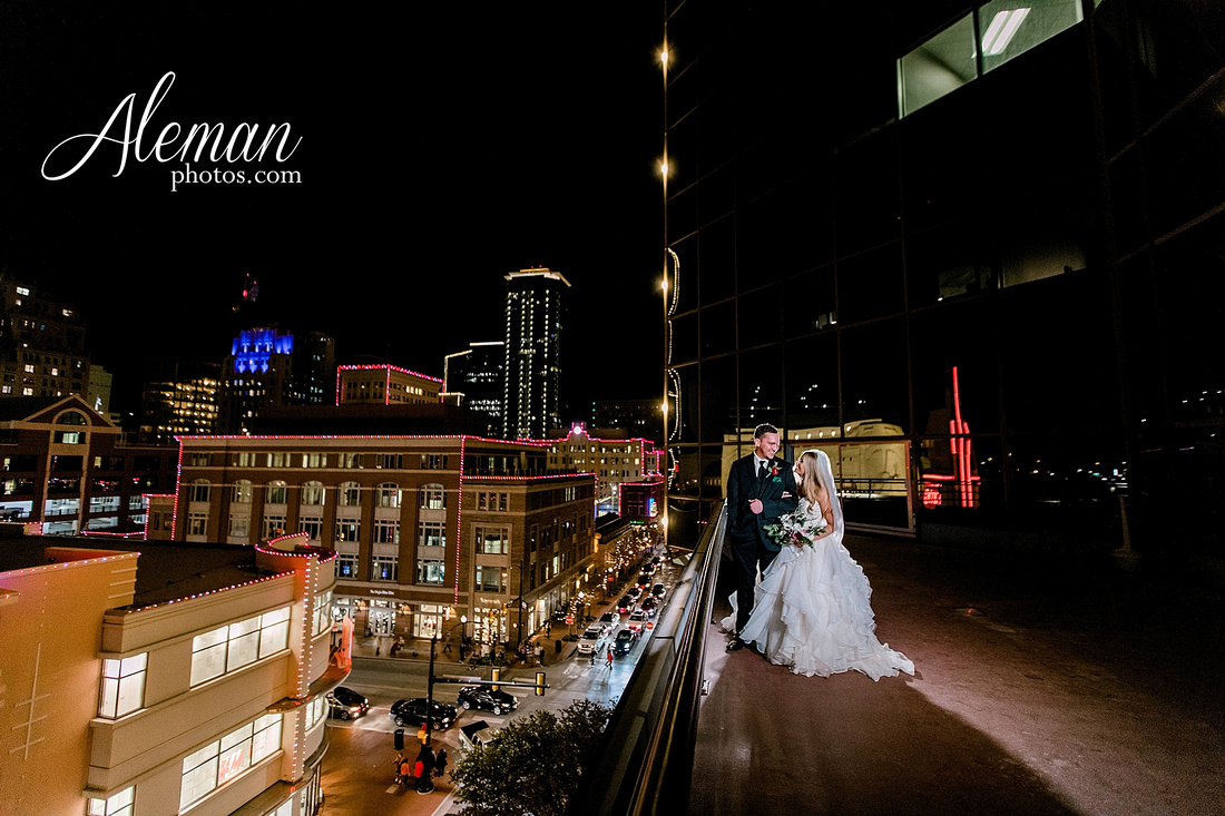 city-club-fort-worth-wedding-downtown-winter-fall-christmas-red-emerald-green-bridesmaid-dresses-aleman-photos-066