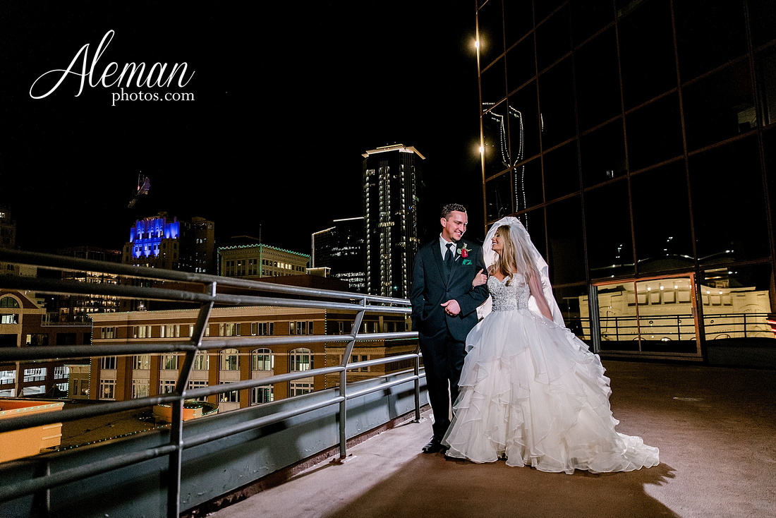 city-club-fort-worth-wedding-downtown-winter-fall-christmas-red-emerald-green-bridesmaid-dresses-aleman-photos-067