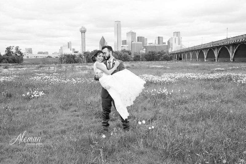 engagement-dallas-downtown-wedding-skyline-wedding-photographer-aleman-photos-dallas-miranda-alex001